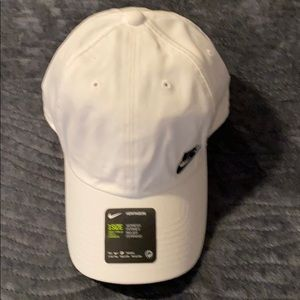 Women's White & Black Nike Heritage 86 Hat